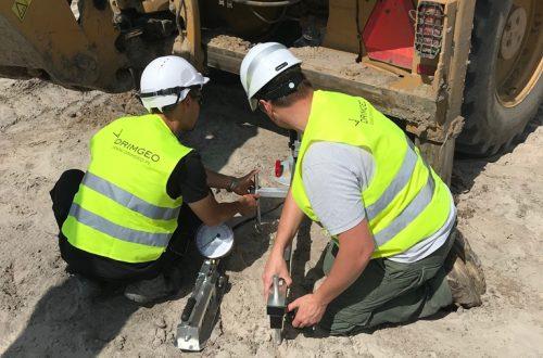 geolodzy przeprowadzający badania geotechniczne